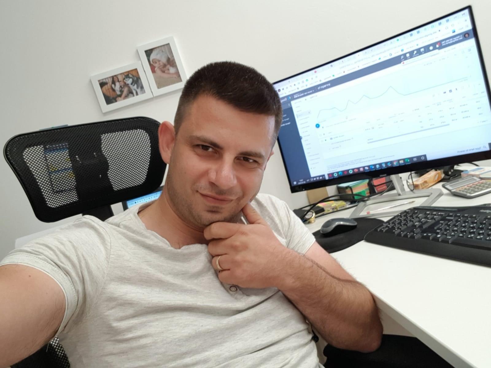 אלכס זלינגר - AB Media - שיווק דיגיטלי פרימיום לעסקים